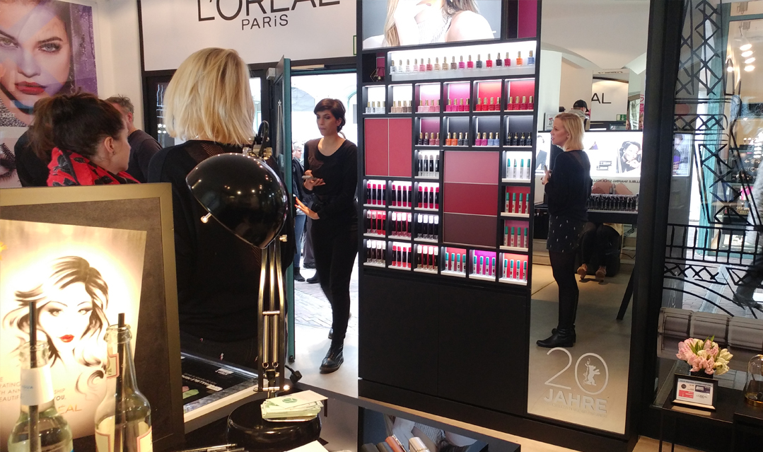Fashion-illustration-LOreal-Event-Berlin-SisterMAG-Virginia-Romo-parismeetsberlin-02_LOreal_pop-up-store-02.jpg
