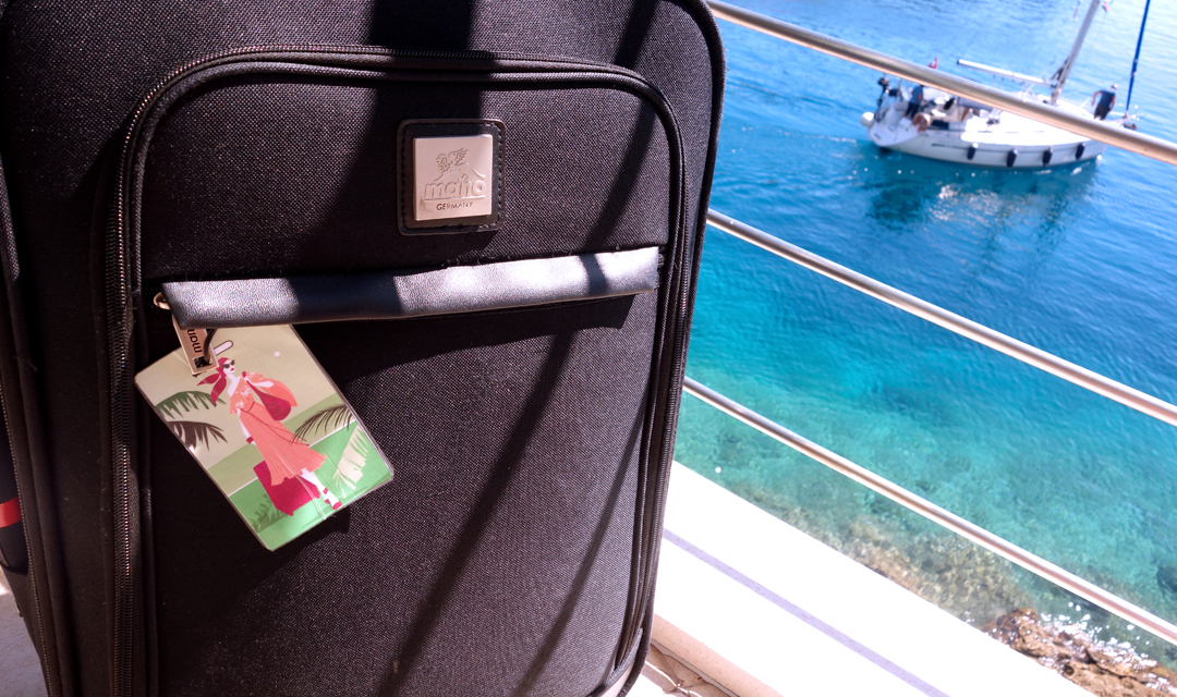Virginia-Romo-Illustration-Freebie-Luggage-Tag-7.jpg