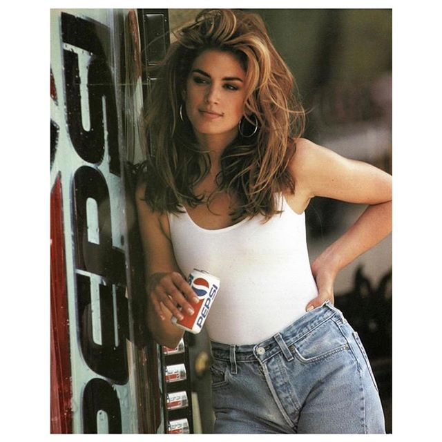 Cindy Crawford as major hair goals in the '92 Super Bowl😻🏈 photo cred: Violet Grey