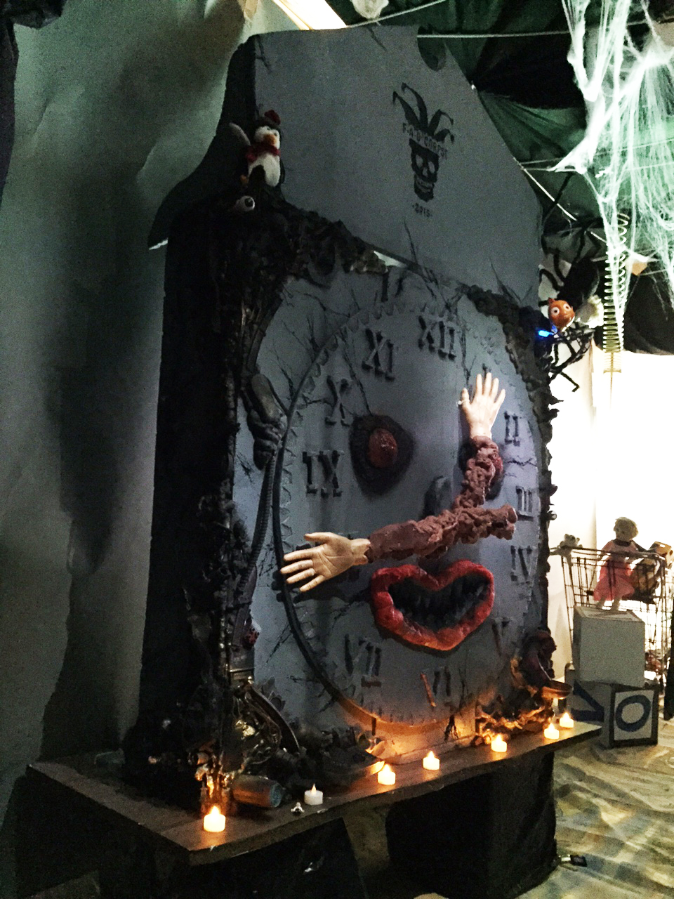 FAO CORPSE CLOCK, 96 x 60 x 40in, mixed media, 2015 - side view