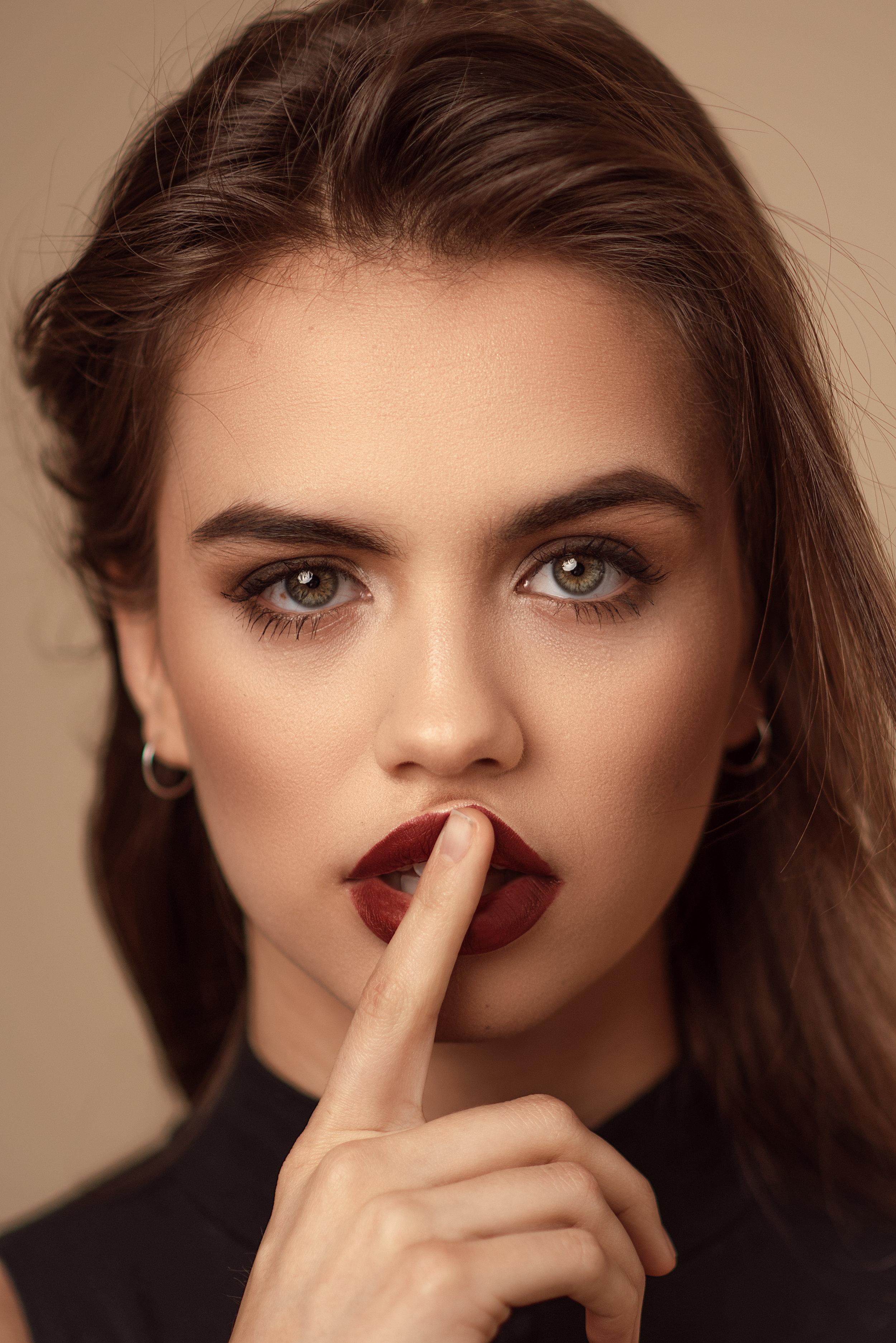 Model: Alex Lee-Allión // HMUA: Isabella Rosalen