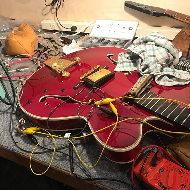 Just one of those days!  #lutherie#guitarrepair#instrumentrepair#repair#woodworking#guitartech#guitarsofinstagram#whatsonyourbench#luthier#oldworld#vintage#relic#restoration#guitarporn#electricguitar#glue#outsidethebox#insidethebox#gibson#chetatkins#electronics#antique