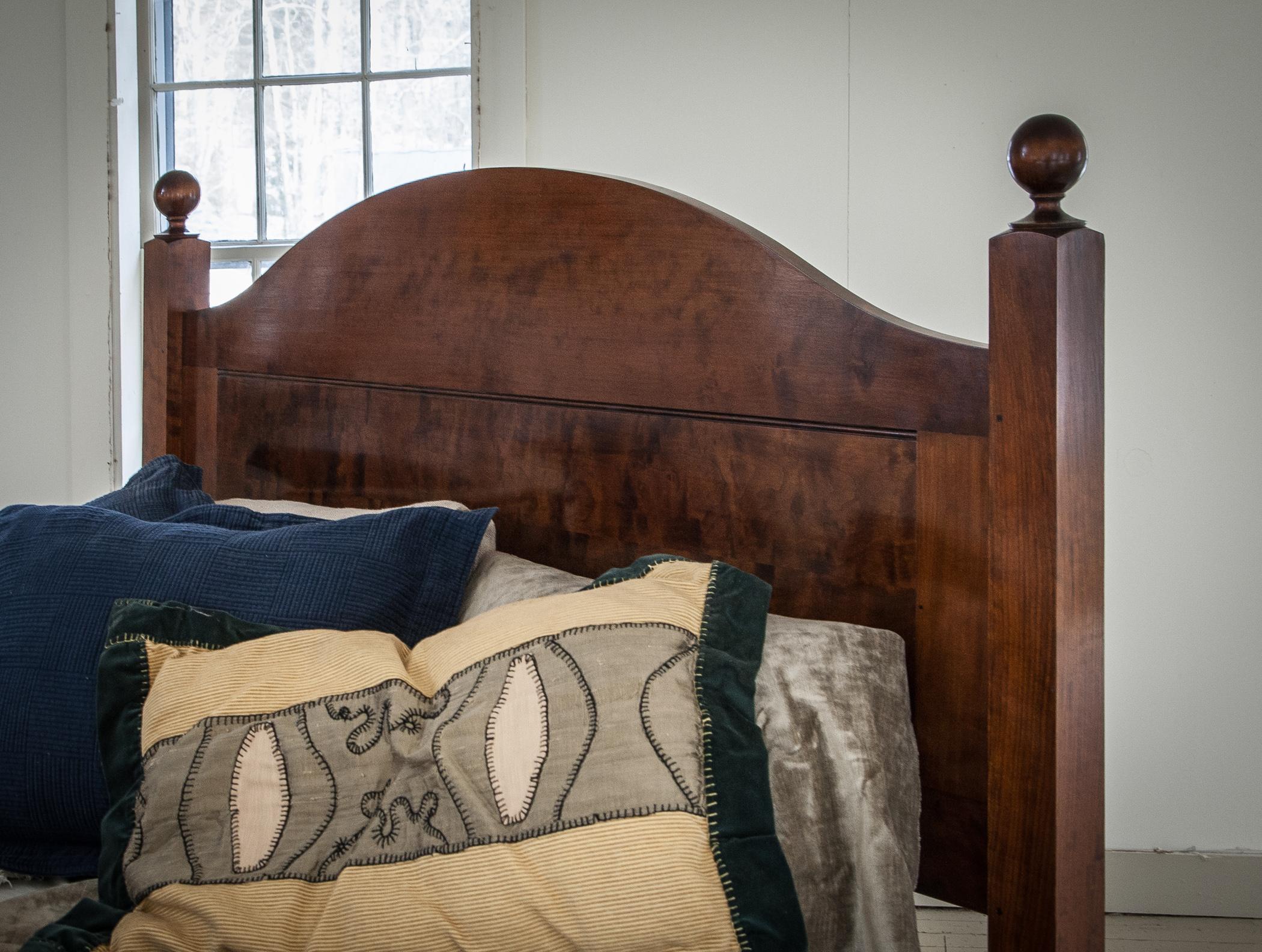 bed_custom_headboard_maple.jpg