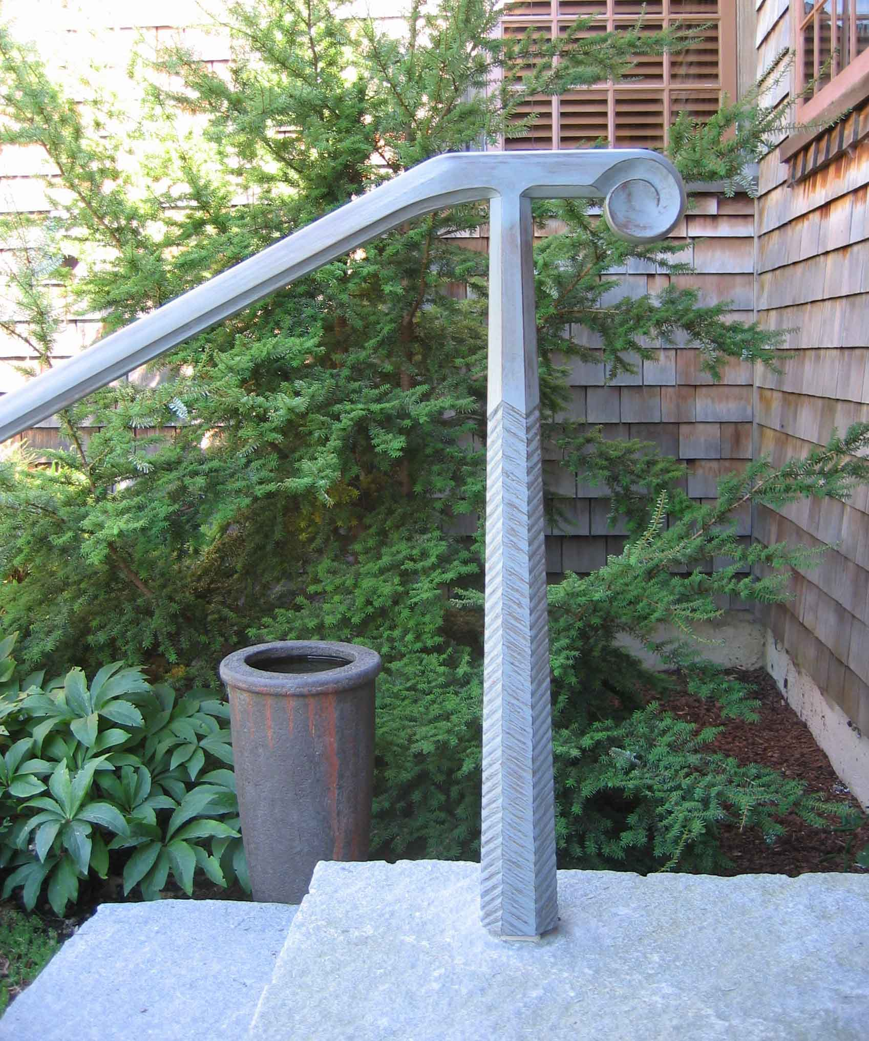 outdoor_railing_wooden_carved.jpg