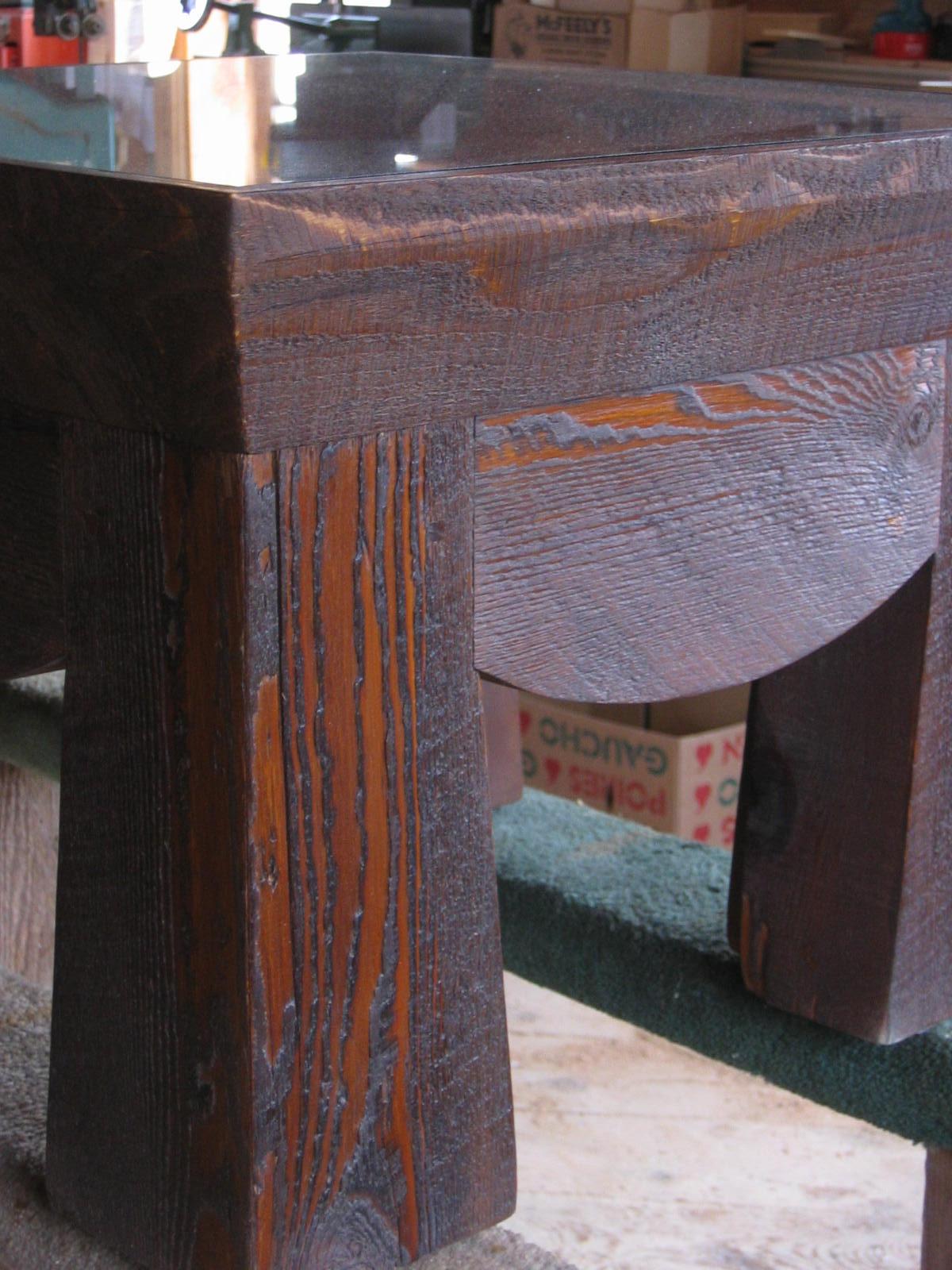 table_po_ti_wood_grain_surface.jpg