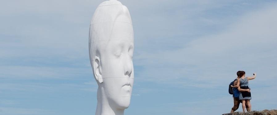 - PILANE. Värlsberömd skulptur från alla världens hörn, 40 minuter från oss, är definitivt värt ett besök.