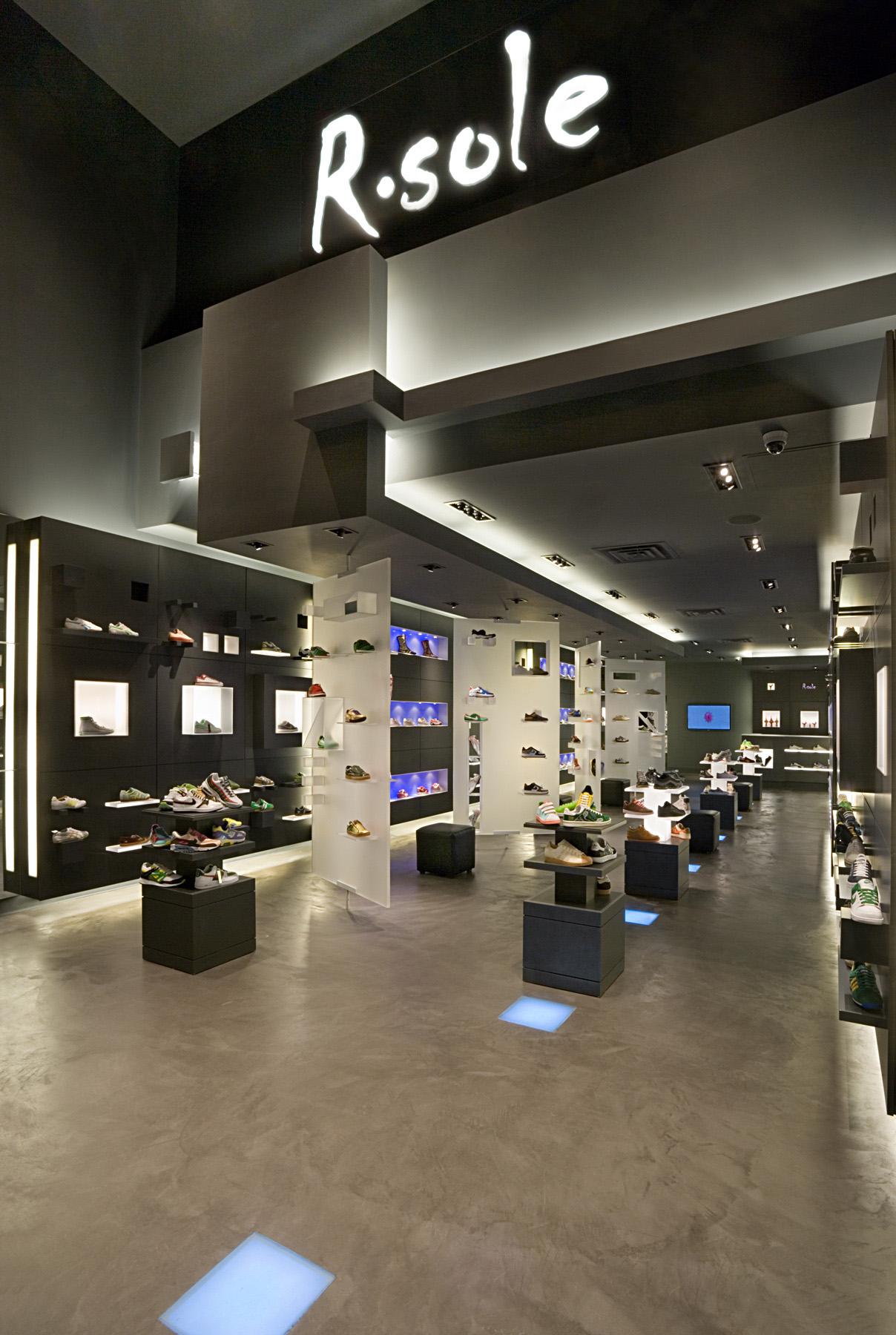 R. Sole. Tobin Parnes Design. Retail Design. Entry. Movable Display.