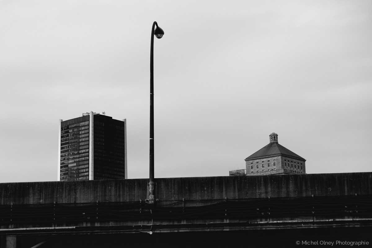 OLNEY-Autoroute et lampadaire noir et blanc - atelier LaRoque street photography OLNEY Photographe Sherbrooke