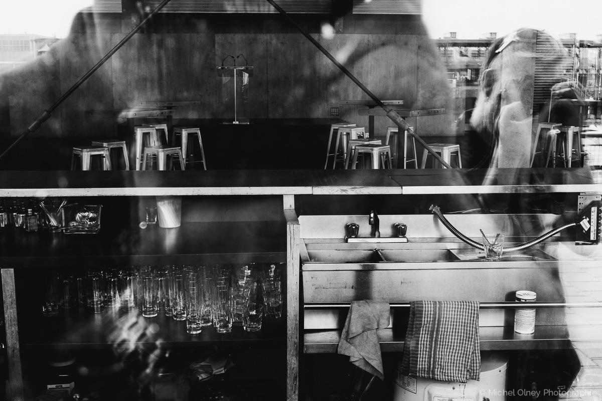 OLNEY-Reflet Montréal noir et blanc-atelier LaRoque street photography OLNEY Photographe Sherbrooke
