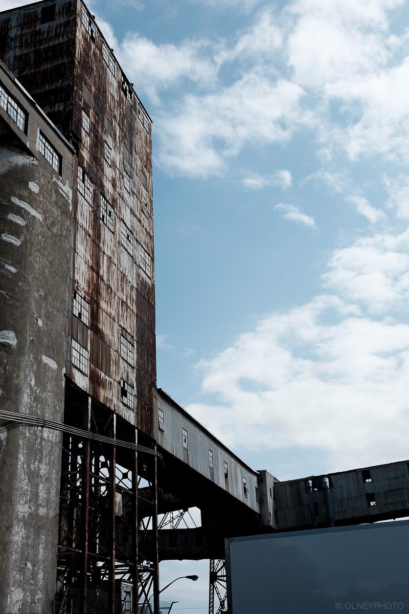 Vieilles installations du quartier du vieux port de Montréal en Classic Chrome OLNEY Photographe Sherbrooke