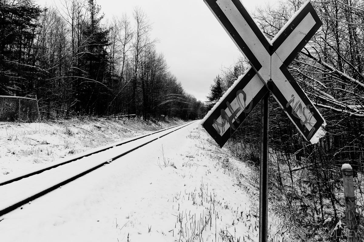 Rail et panneau de croisement à sherbrooke QC OLNEY Photographe