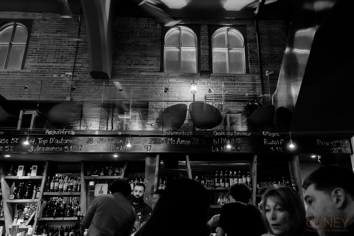 Le Siboire de Sherbrooke en noir et blanc photographie de rue olney photographe