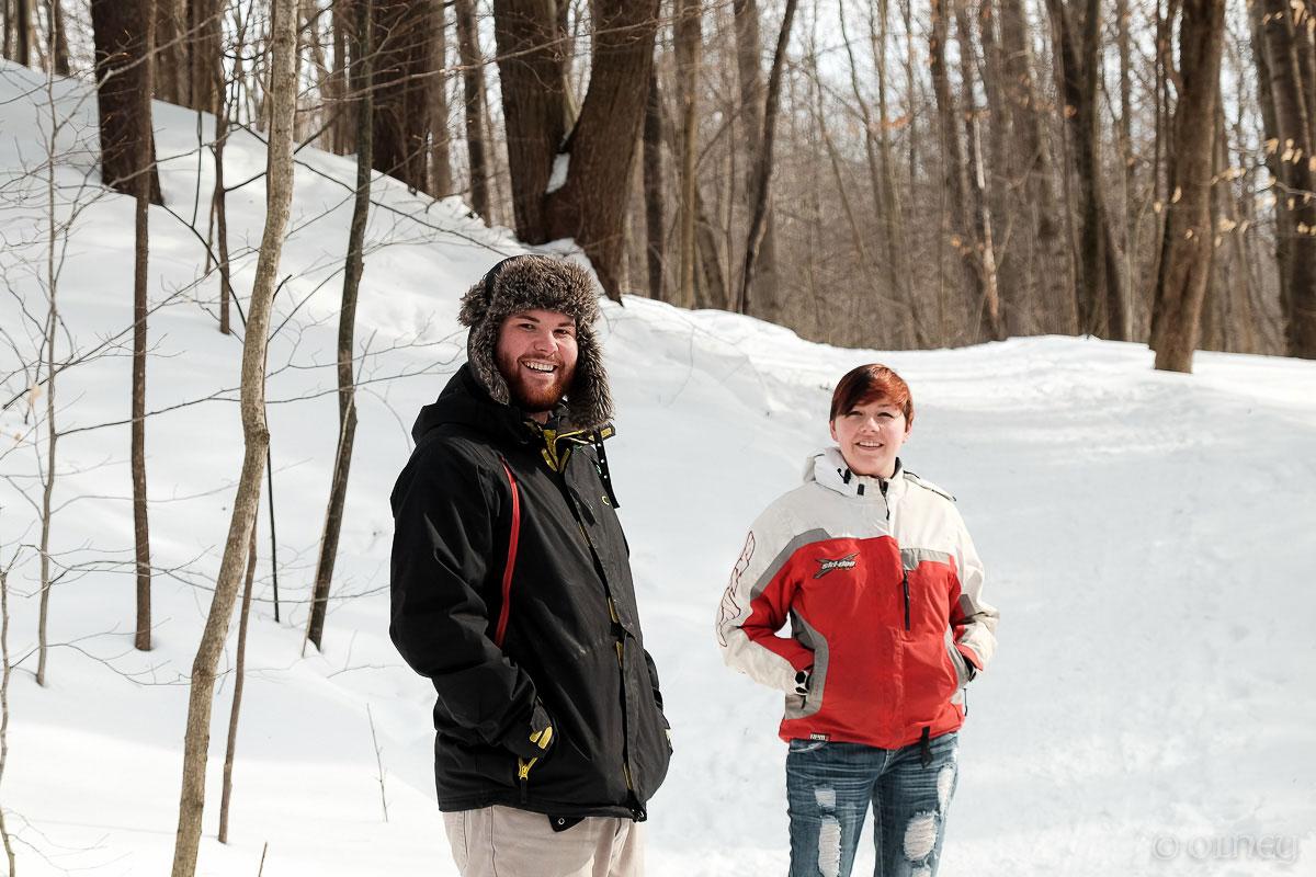 Couple walking in the woods et Bois Beckett portrait olney photographe sherbrooke
