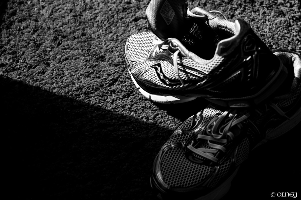Black and white running shoes olney photographe sherbrooke