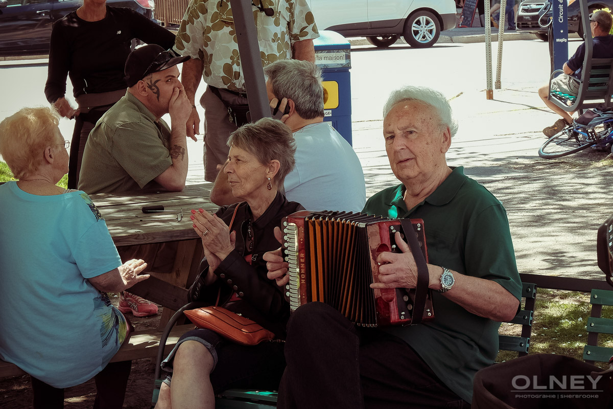 Public entertainer with accordion in Magog QC in colors street photography olney photographe sherbrooke