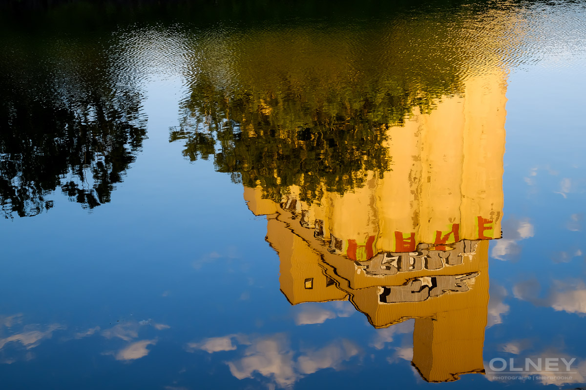 OLNEY-Reflection in Peel bassin street photography olney photographe sherbrooke