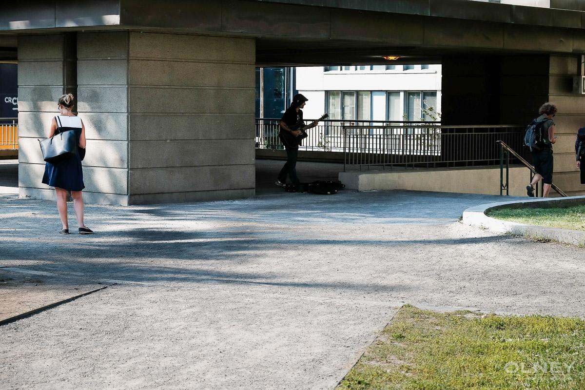 Urban troubadour in montreal street photography olney photographe sherbrooke
