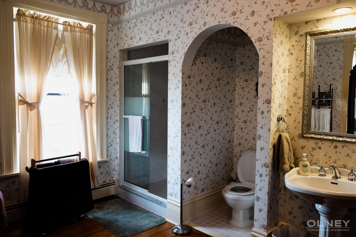 Barachois Inn bathroom 2 olney photographe sherbrooke