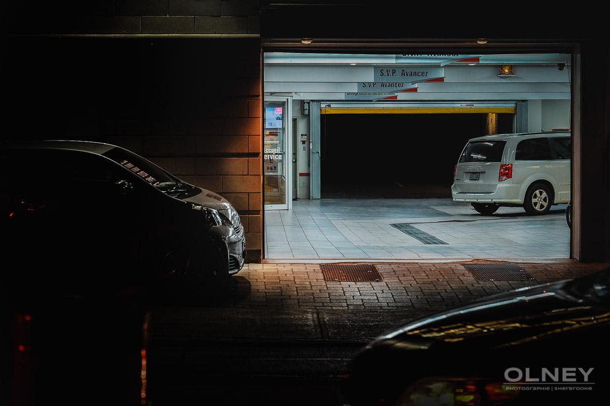 éclat de lumière d'un garage photographie de rue olney photographe sherbrooke
