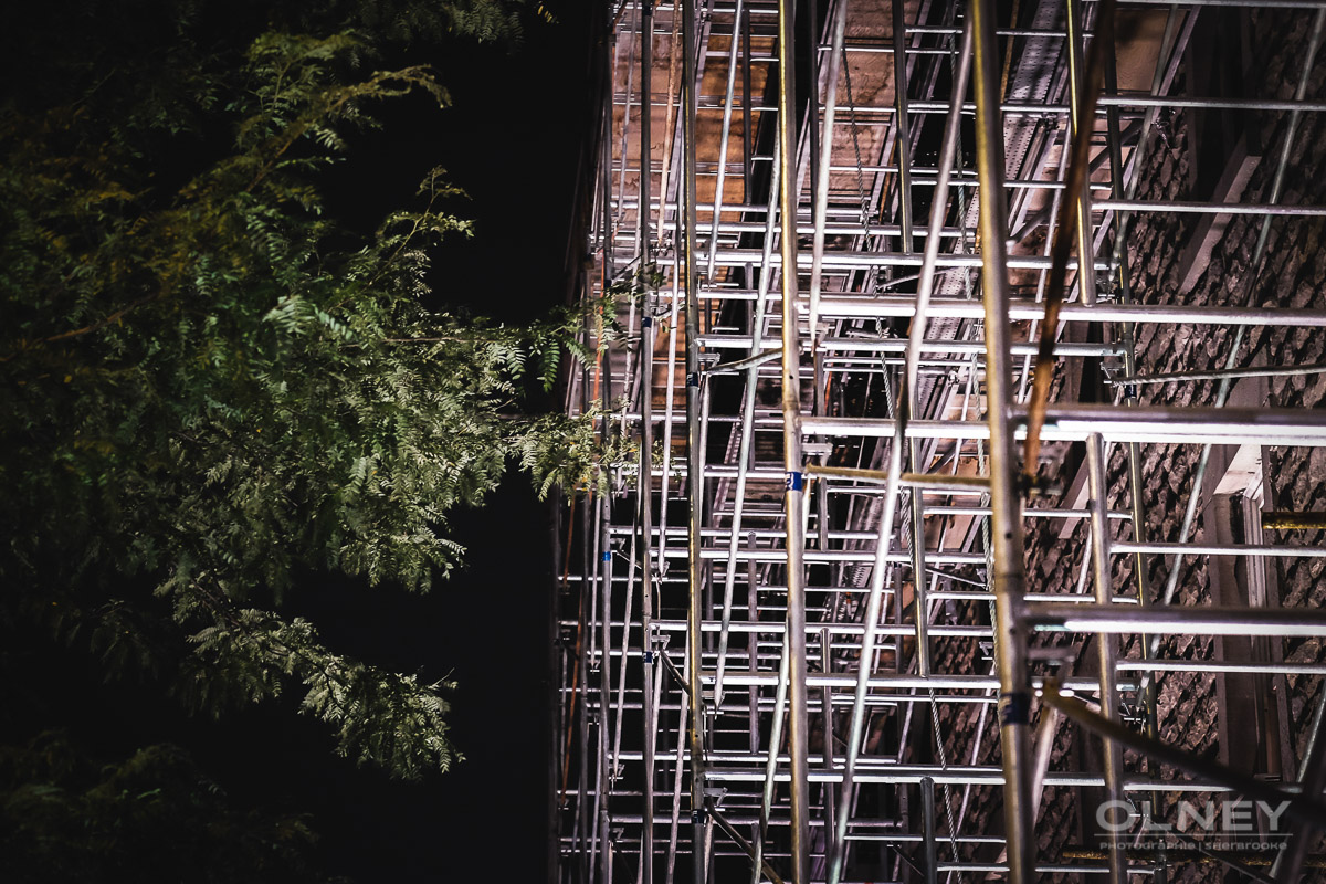 échaffaudage la nuit photographie de rue olney photographe sherbrooke