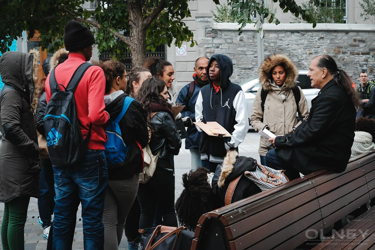 Tour guide entertaining a group in Montreal