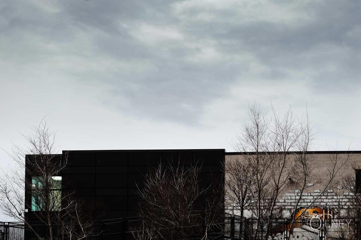 édifice sur fond de ciel nuageux valleyfield