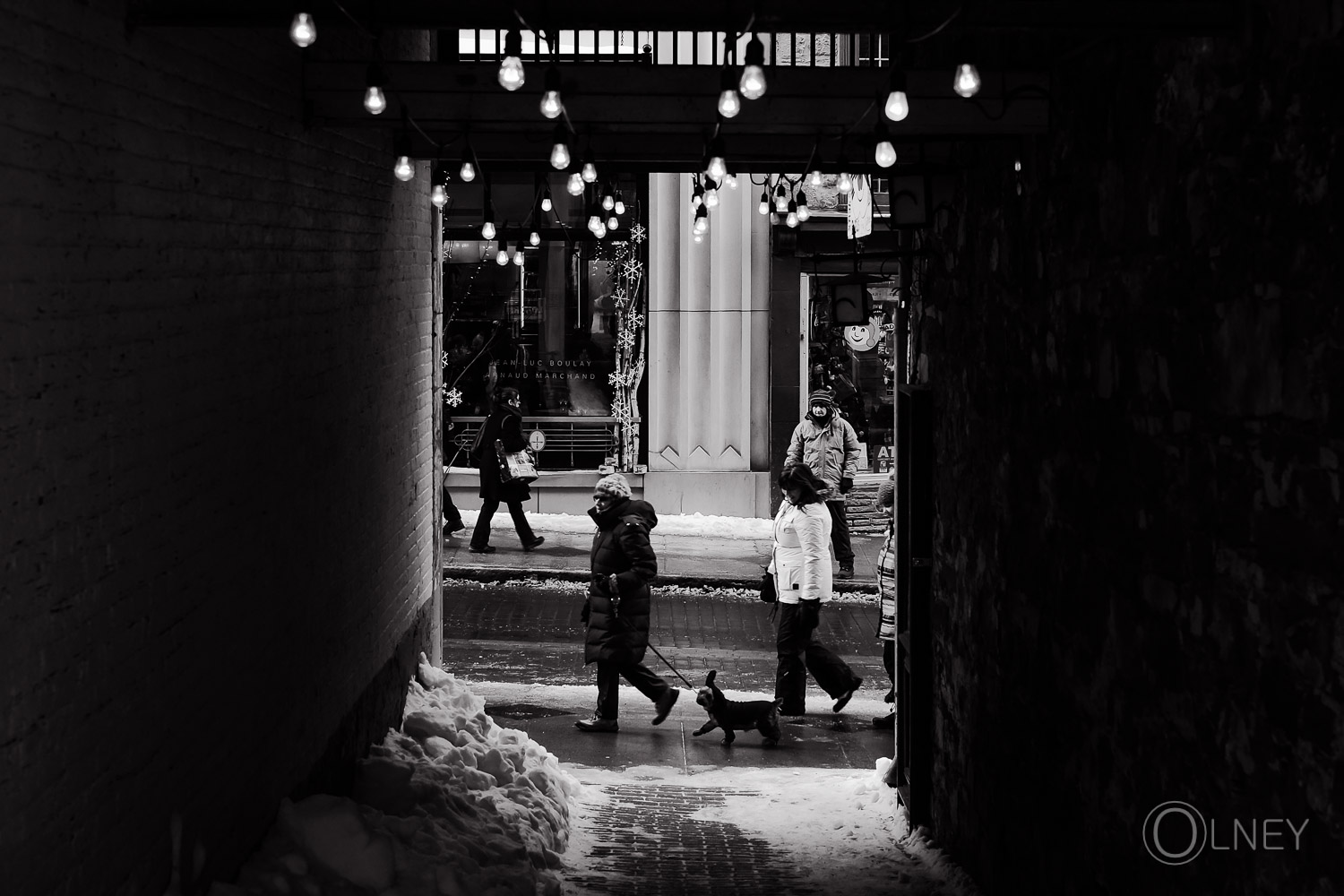 from an alley into st-jean street in Quebec City