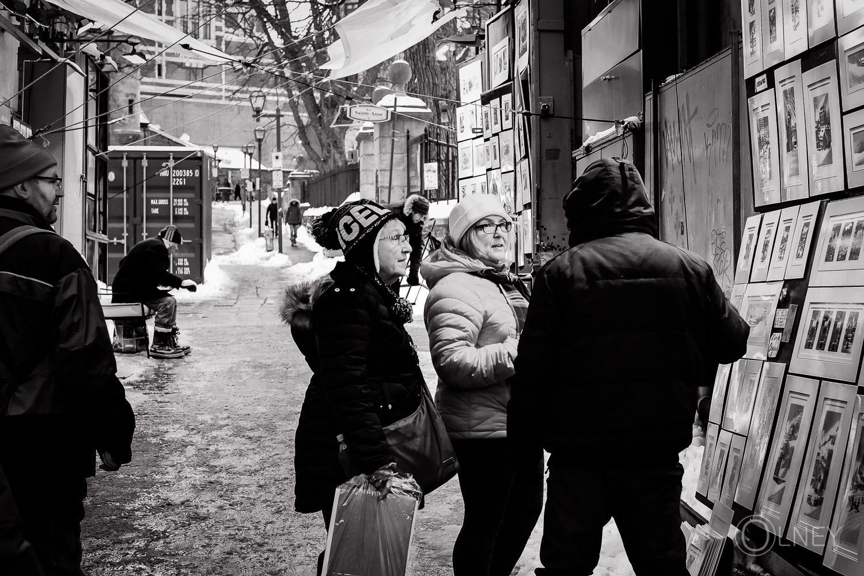 Clients sur la rue du Trésor à Québec
