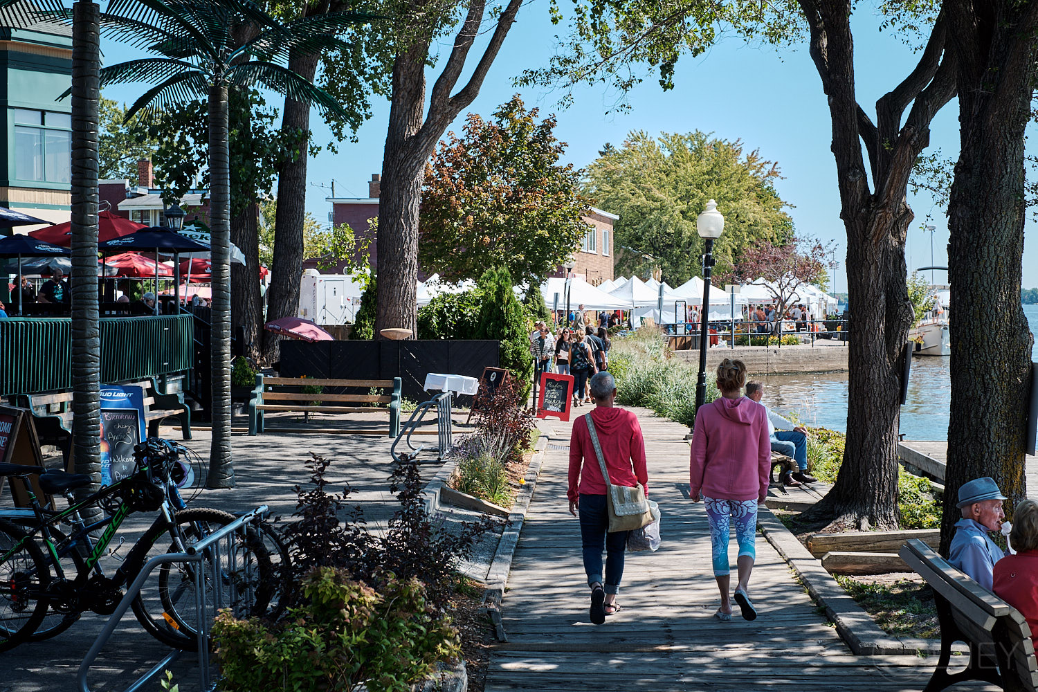 A stroll by the market in sainte-anne-de-bellevue QC