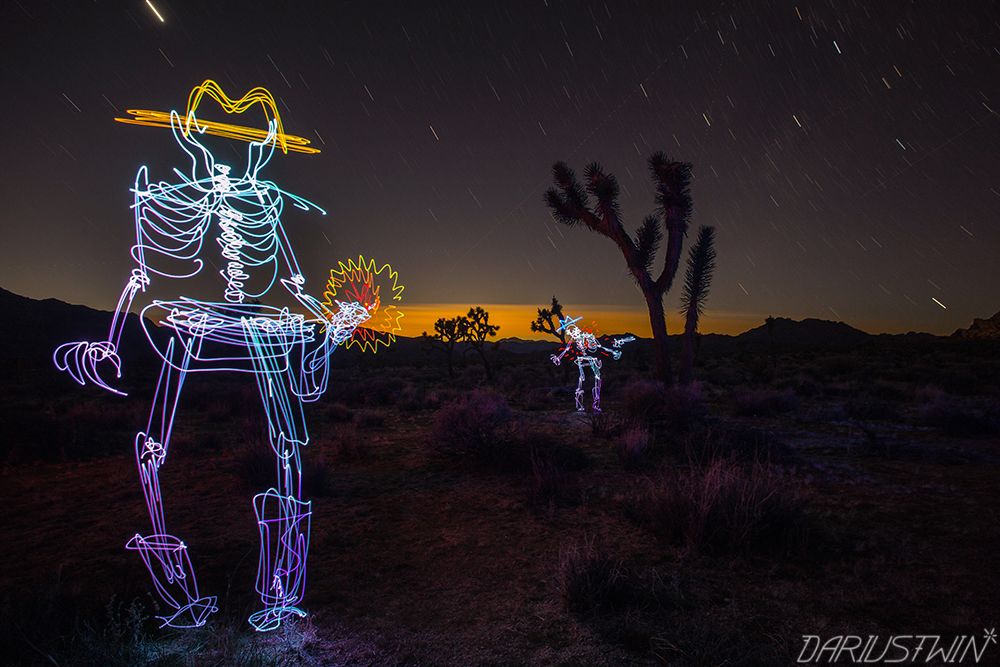 quickdraw_shootout_western_dariustwin_guns_art_joshuatree_nature_lightpainting.jpg