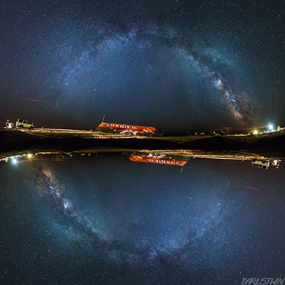 Shaniko_milky_way_stars_circle_galaxy_old_barn_oregon_night_astrophotography.jpg