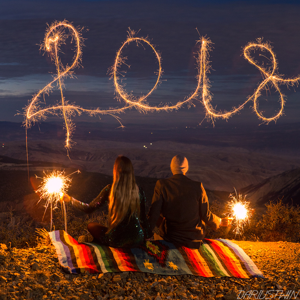 2018_winter_dariustwin_sparklers_lightpainting_photography_view_couple_love_slowshutter_romance_night_romantic.jpg