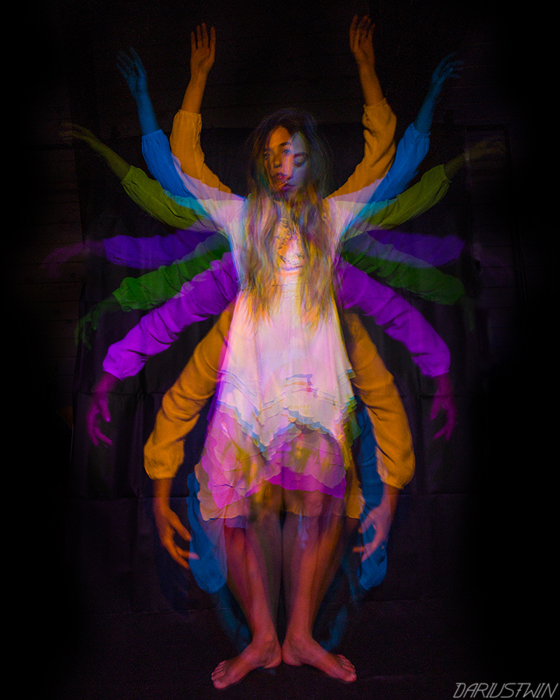 arms_psychedelic_art_photography_lightpainting_dariustwin_colorcaster_nightwriter.jpg