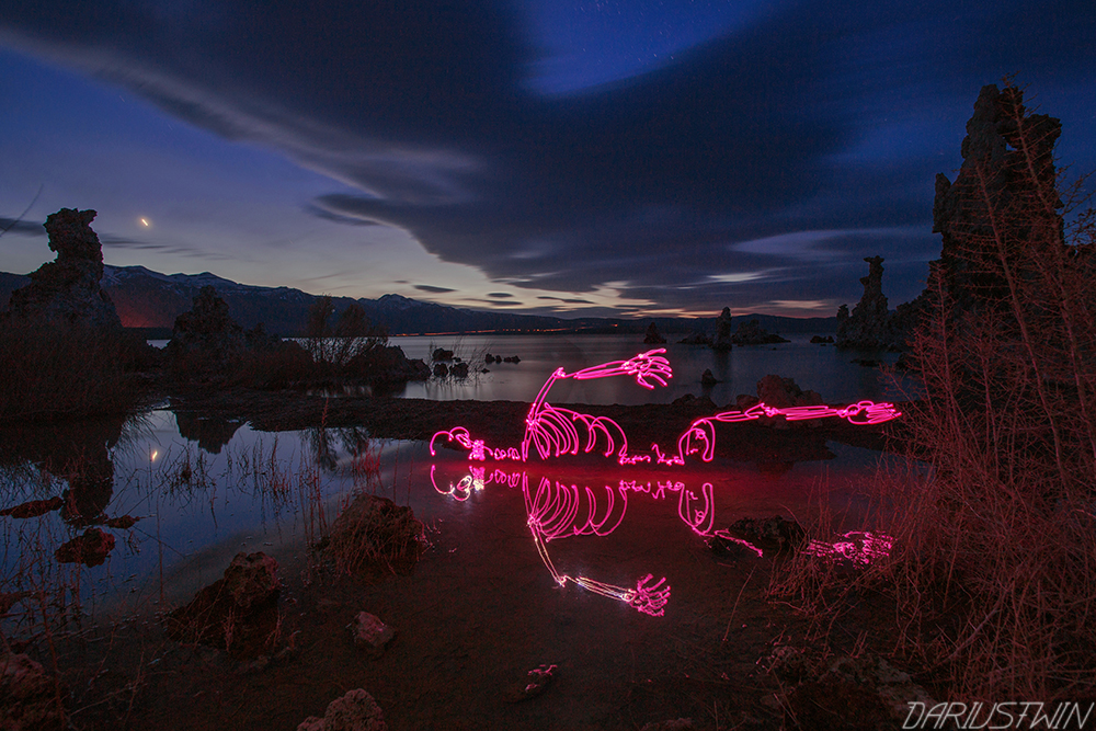 pinkskeleton_dariustwin_nightwriter_lightpainting_longexposure_photography_monolake.jpg