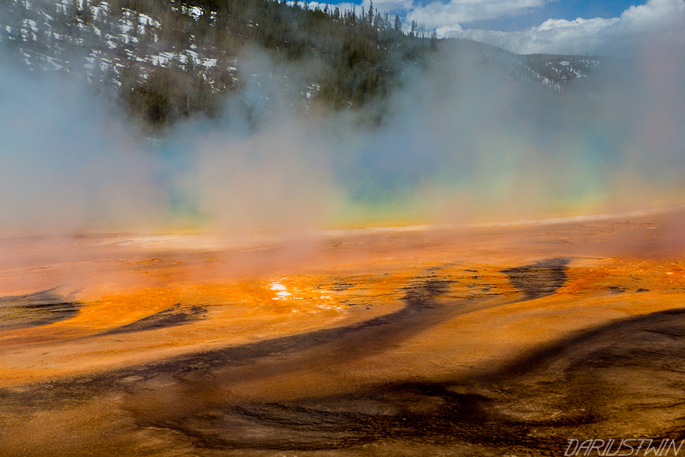geyser-grand-prismatic-geysers-yellowstone-colors-bacteria-dariustwin.jpg