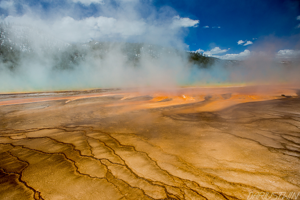 grand-prismatic-geyser-colors-steam-bacteria-texture-dariustwin.jpg
