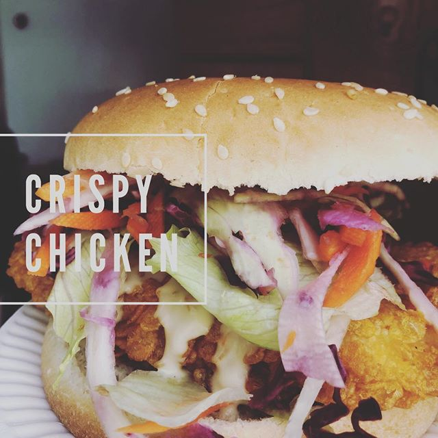 Who says you can't eat cornflakes all day 🤟! #cornflakeschicken #crispychicken #chickenburger #fresh #yummy #foodtuck