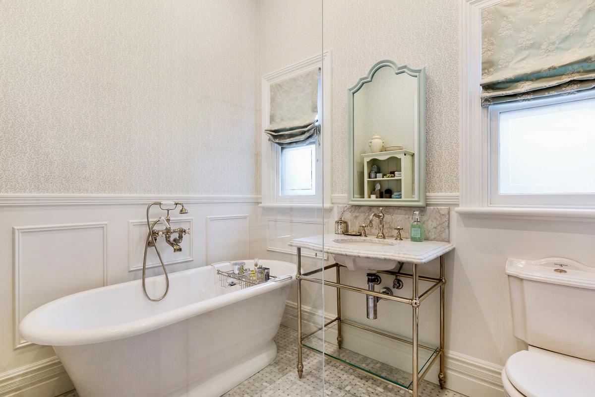 59 Clanville - Bathroom - Web.jpg
