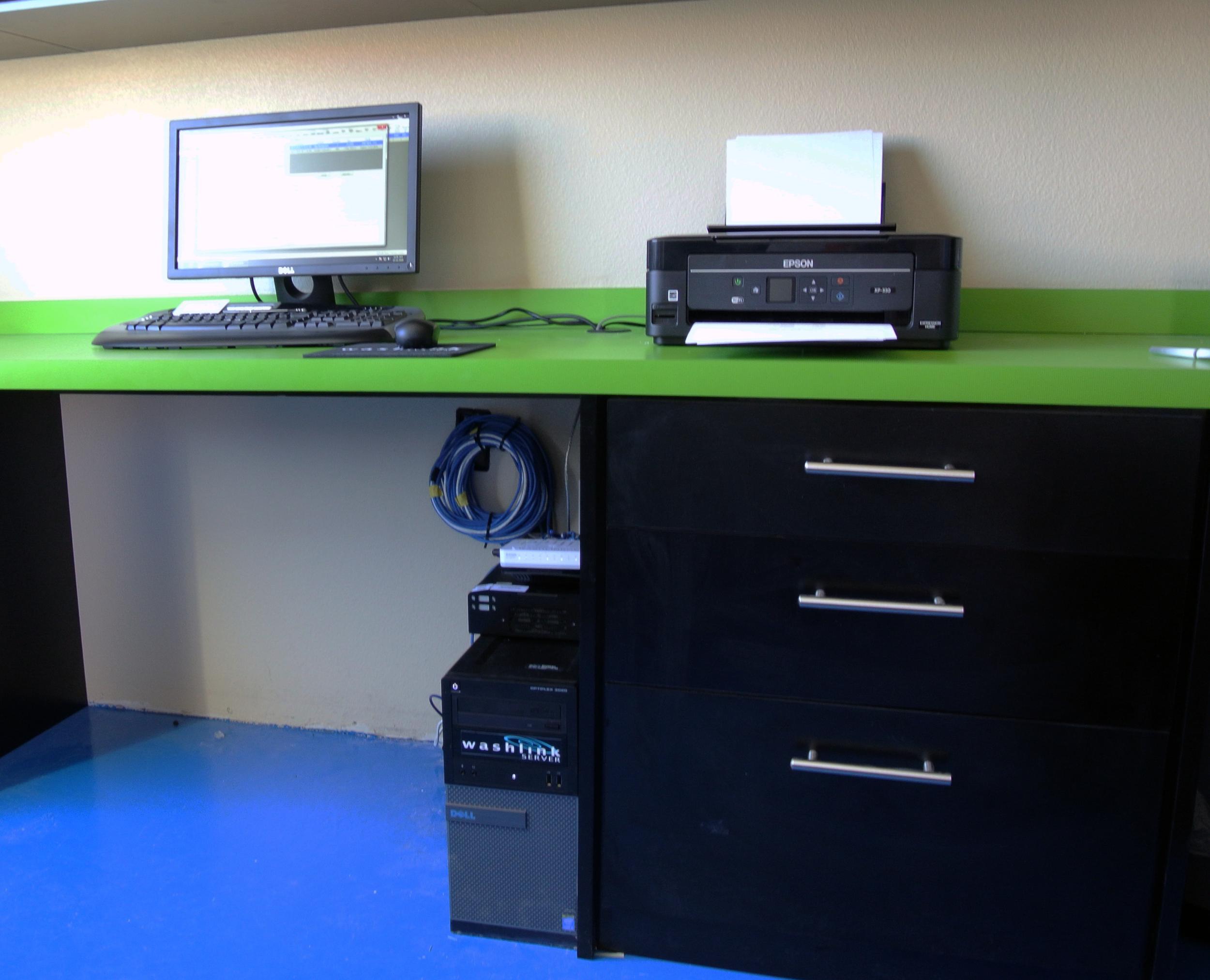 Office desk.png