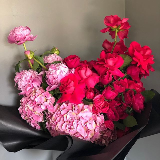 Mother's Day a few days away. Get them orders in now, before it's too late! #rosesetpivoines #atmdd  call or email now for pricing.  #centerpieces #centrepieces #miamiweddings #miamibrides #miamiflorist #miamicorporateevents #eventpros #weddingstyle #floristsofinstagram #miamiflowers #eventprofs #miamibouquets #miamiflorals #southernweddings #miamievents