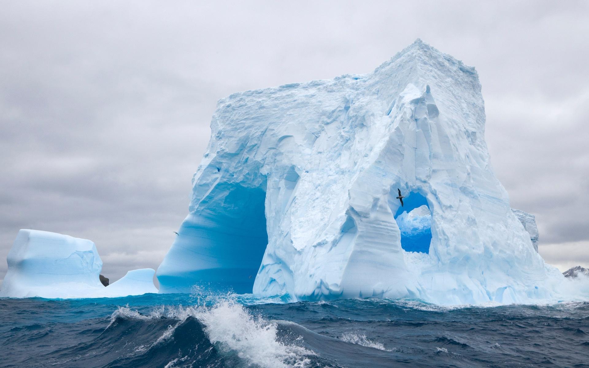 ice_berg_fly_thru-1920x1200.jpg