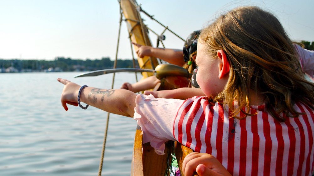 04-Girl-Pirate-pointing.jpg