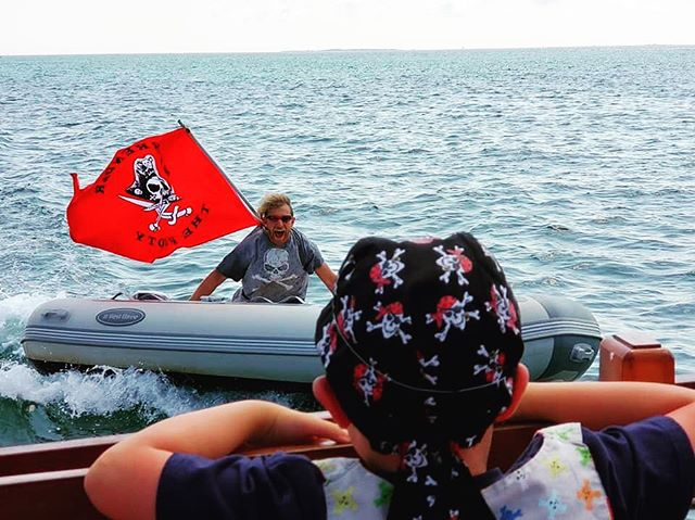 Avast! It be the traitor! ⚔️ . . . #marthasvineyard #pirate #pirateadventure #watercannons #battle #familyfun #kiddos #arrrgh #traitor #pirateadventuresmarthasvineyard #mvpirates #pamv #august #attack #attackboat #redflag