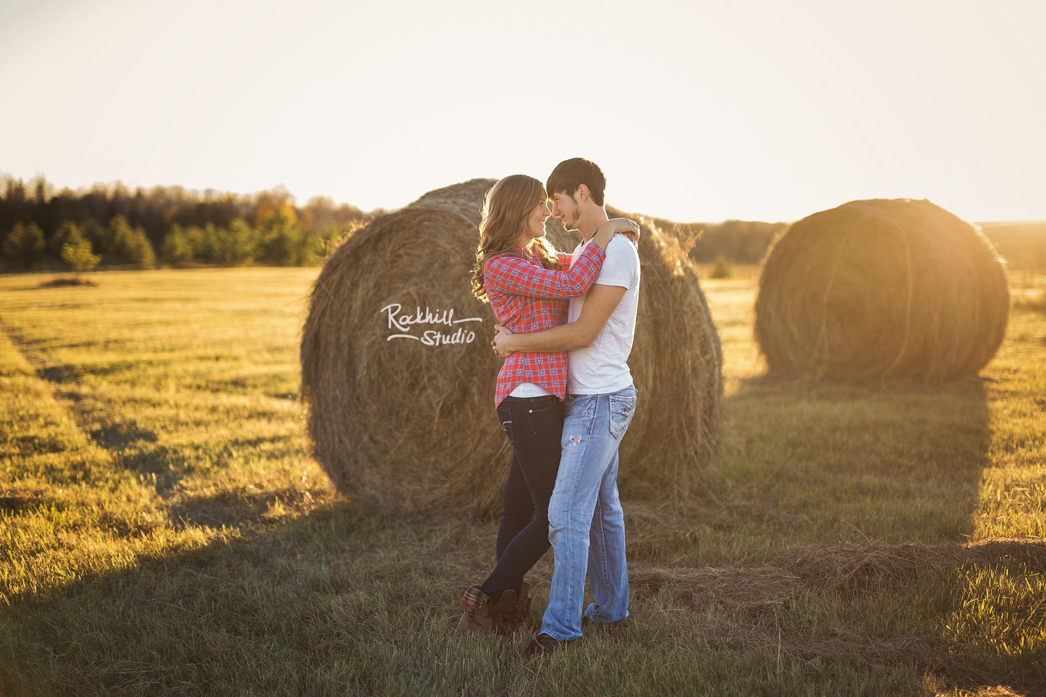 escanaba-engagment-photographer-wedding-couple-field-sunset.jpg