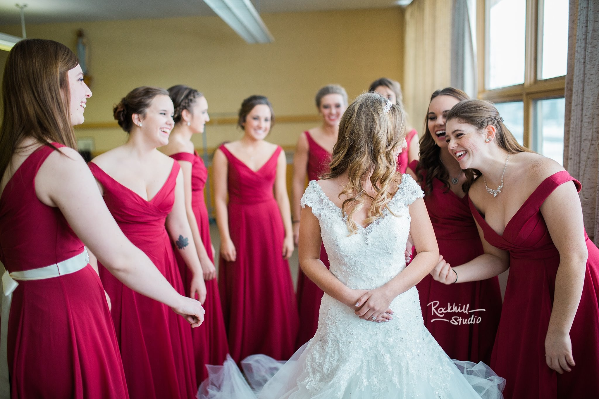 marquette-wedding-photographer-upper-peninsla-michigan-bride-getting-ready.jpg