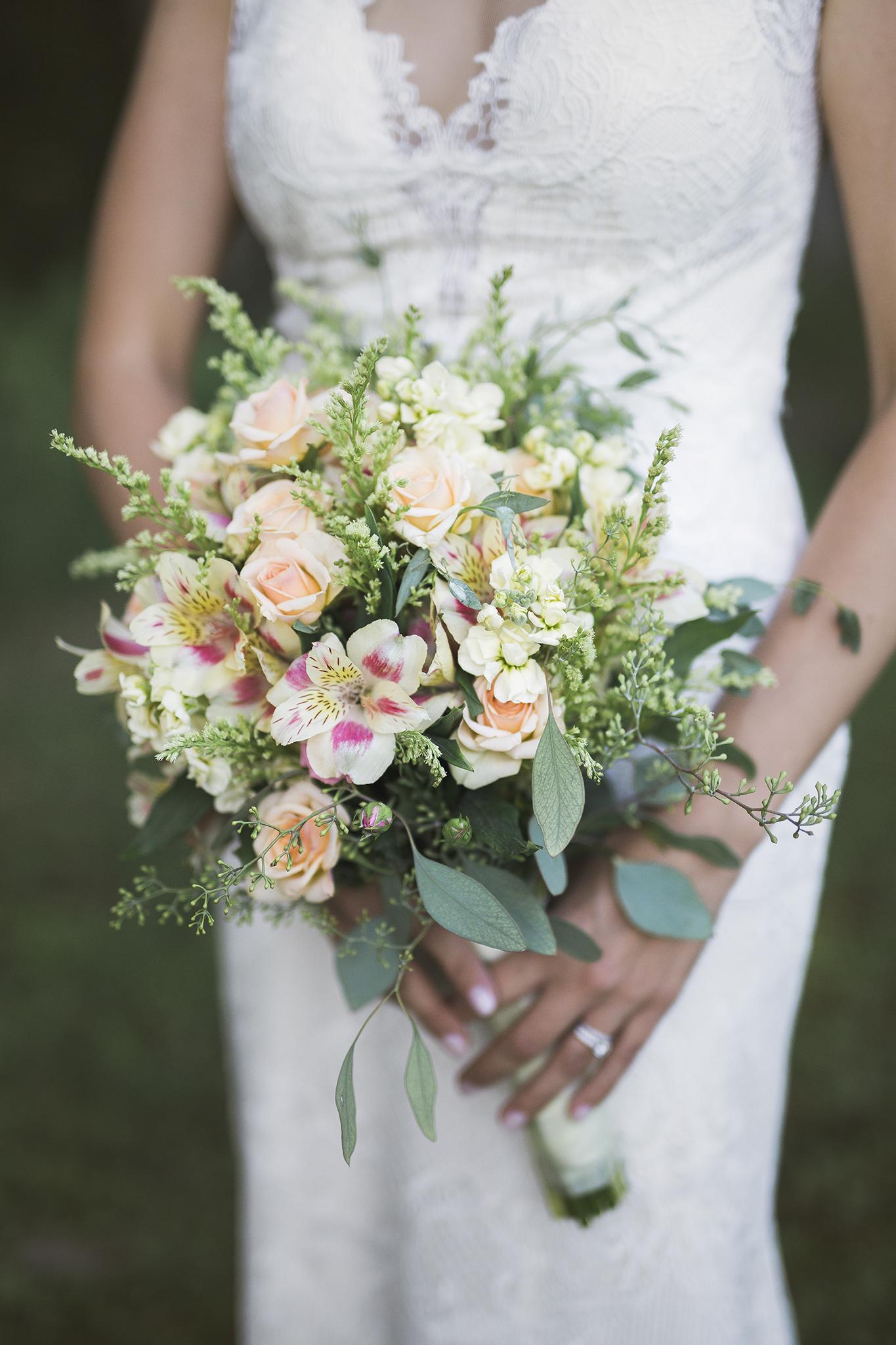 marquette-wedding-photographer-lake-superior-michigan-wedding-bouquet-floral.jpg
