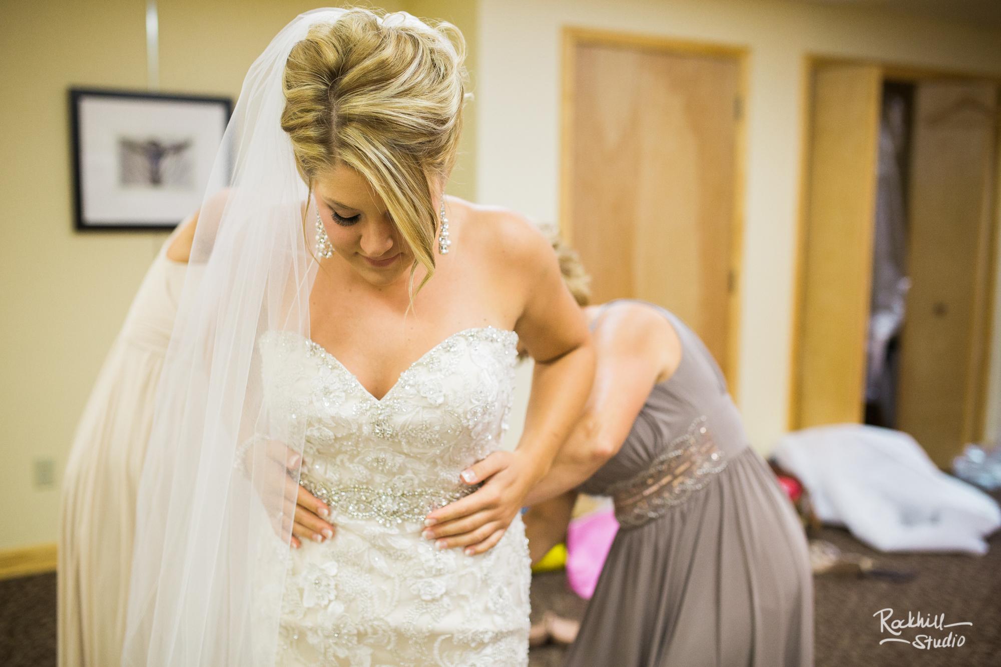 bridal-getting-ready-picutres-rockhill-studio-upper-peninsula-wedding-marquette.jpg
