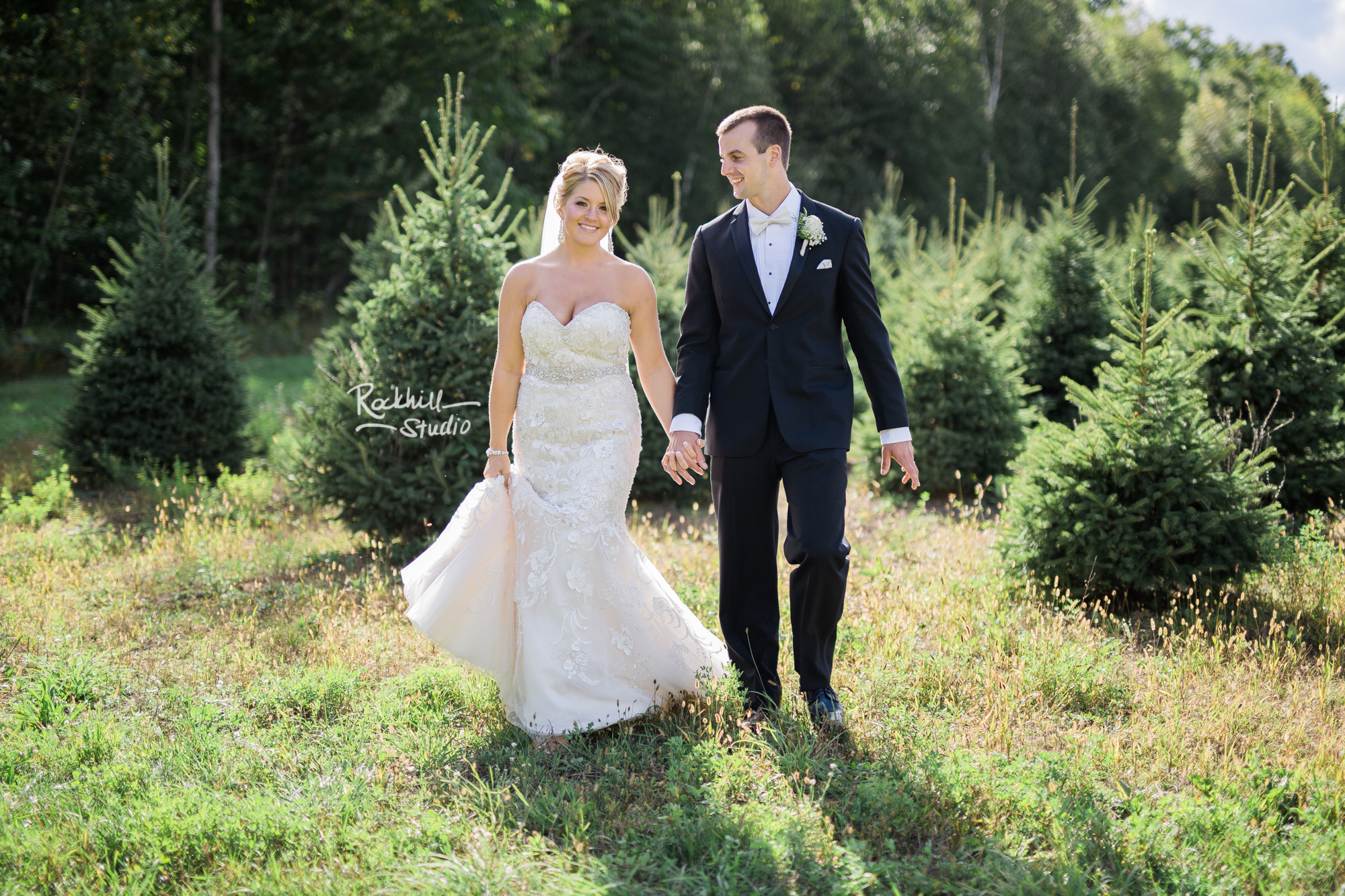 marquette-wedding-photographer-upper-peninsula-michigan-bridal-couple-field-tree-farm.jpg