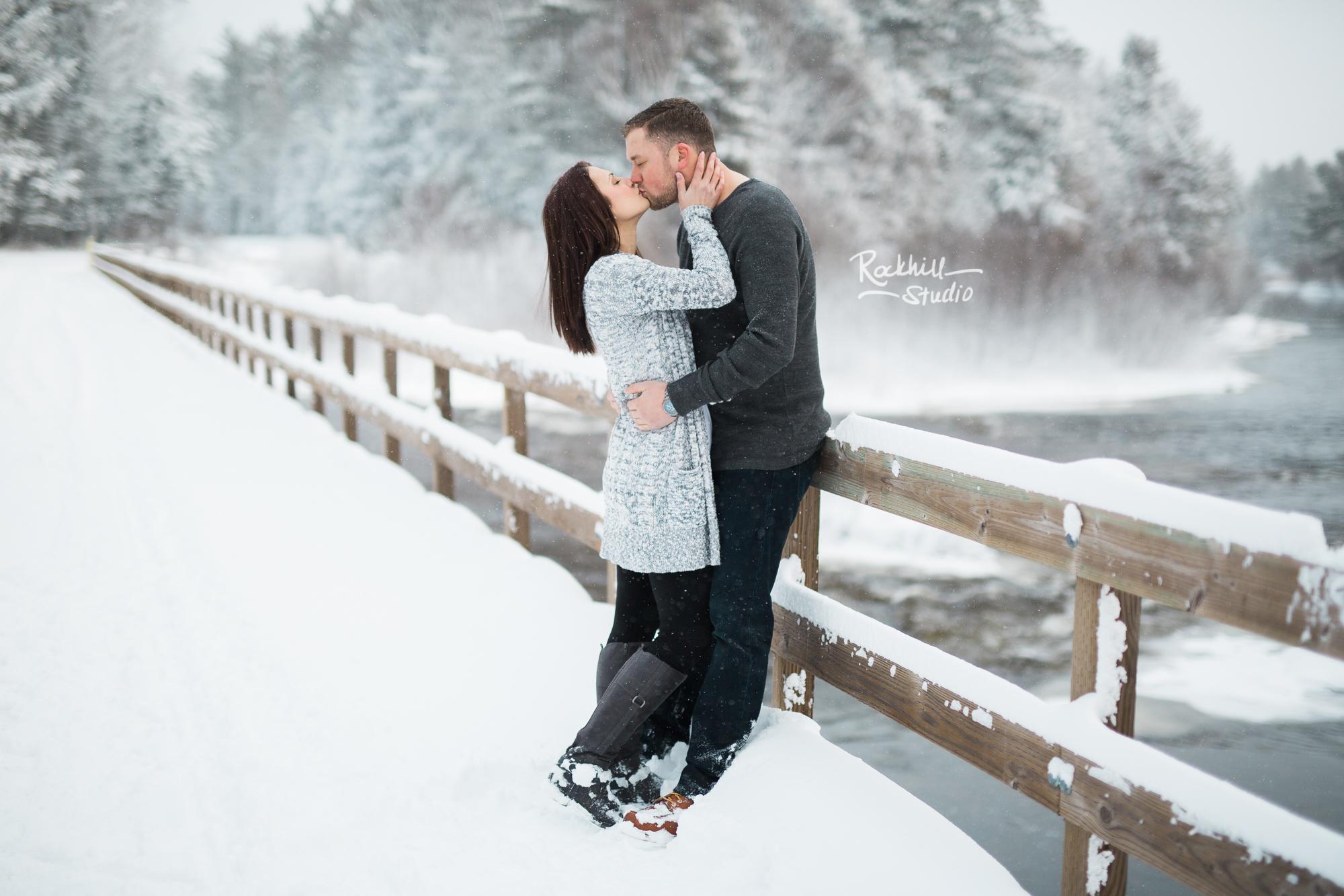 northern-michigan-engagement-photogrpher-wedding-manistique-winter-bridge-10.jpg