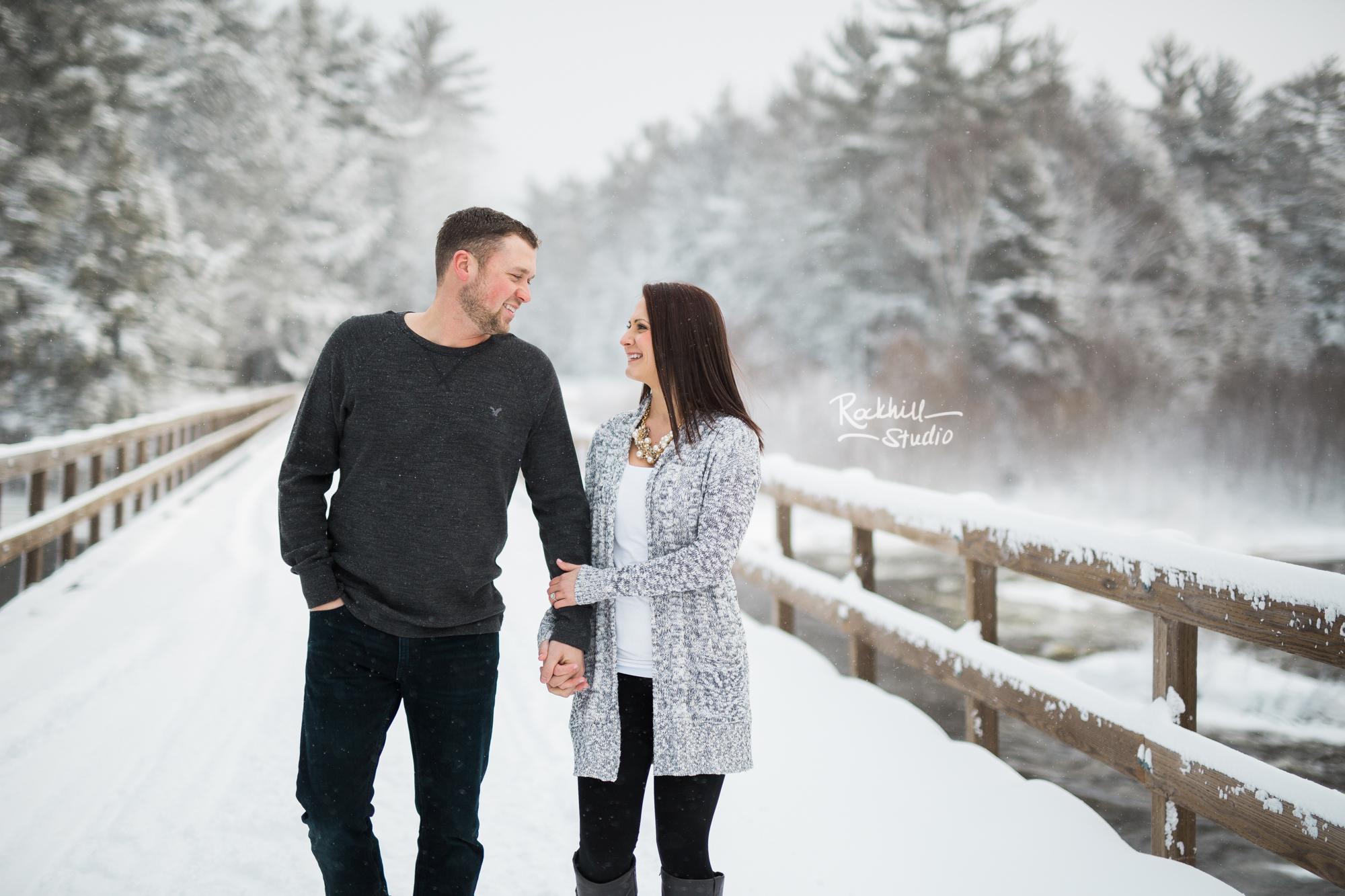 northern-michigan-engagement-photogrpher-wedding-manistique-winter-bridge-11.jpg